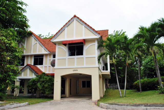 Ganta Rerden: 3 Bedrooms House for rent in Rayong Province ฿35,000 per month