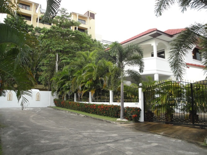 Royal Park: 4 Bedrooms House for rent in Jomtien ฿70,000 per month