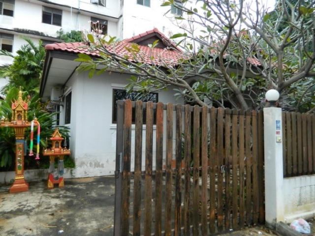 House for Rent: 2 Bedrooms House for rent in Tapprya Road ฿30,000 per month