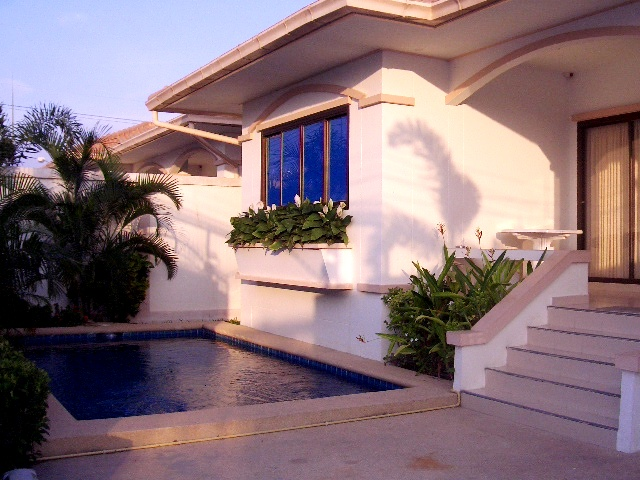 3 bedrooms house for rent in jomtien
