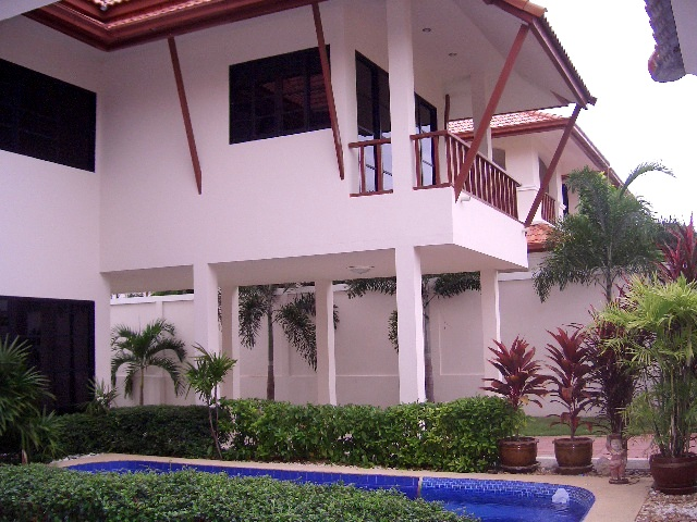 3 bedrooms house for rent in pratamnak hill